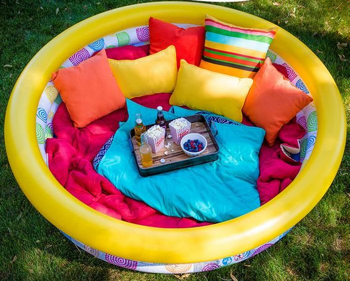 How to Make An Outdoor Lounge Using A Kiddie Pool